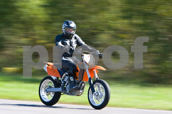 IMAGE: http://stuscully.smugmug.com/Motorcycles/October-Track-Day/8C0U8961/692200248_Xj6Eb-M-1.jpg